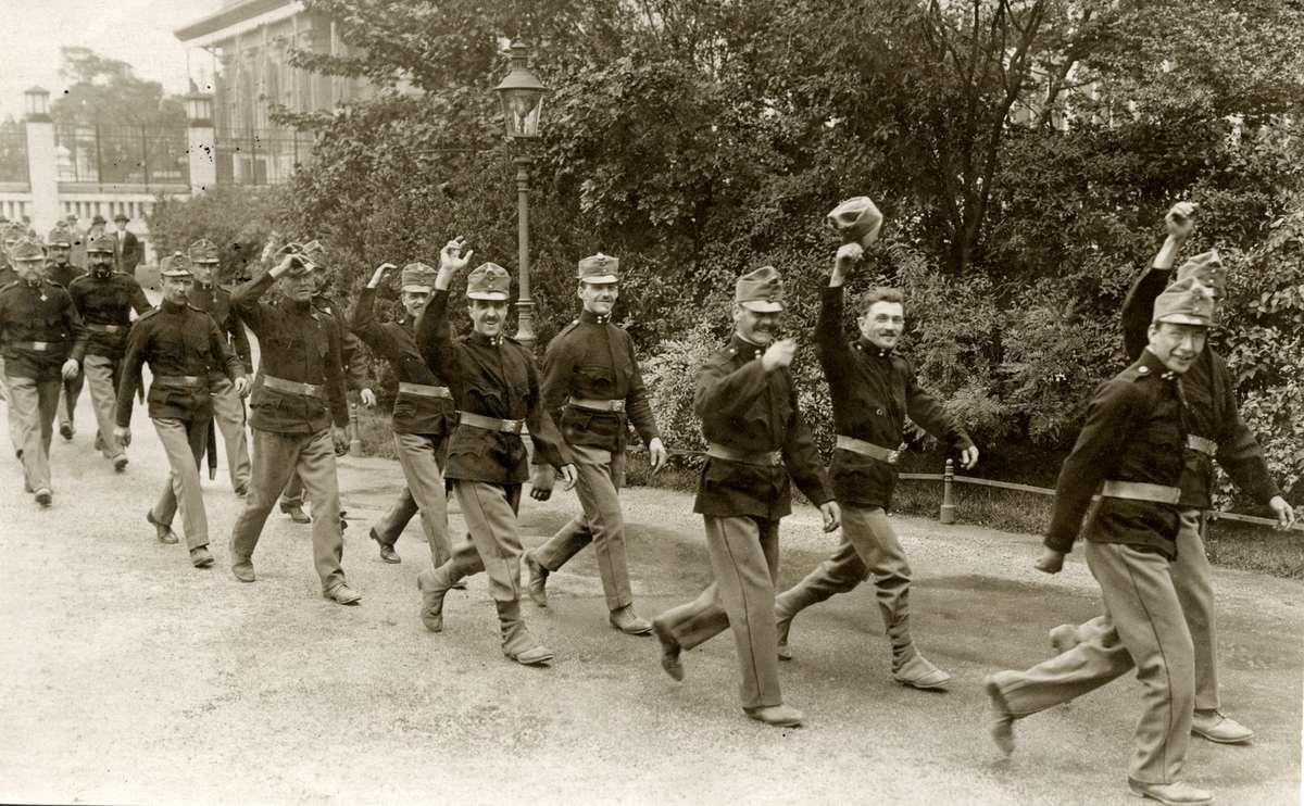 Austrian reservists mobilizing