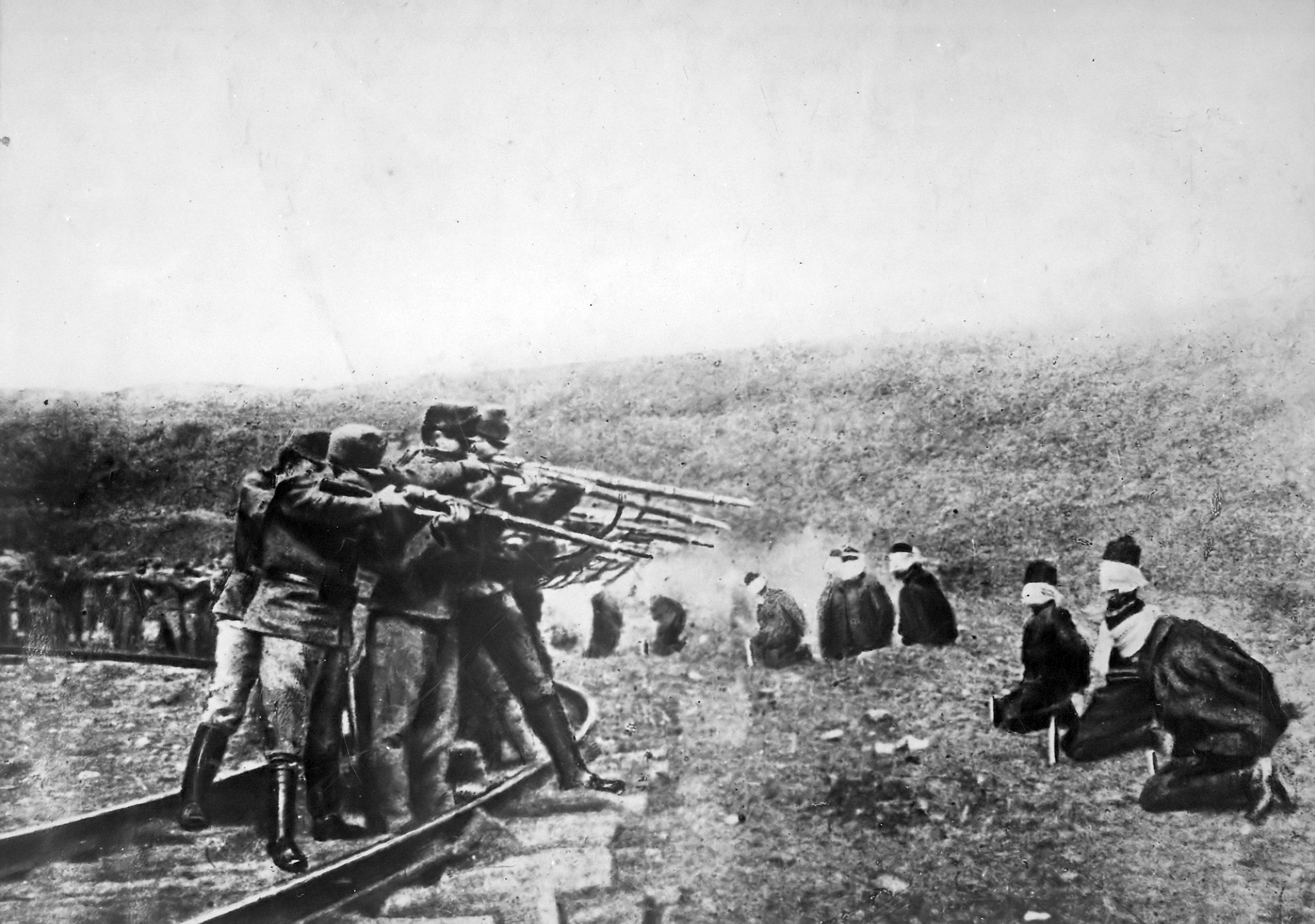 Austrians_executing_Serbs_1917