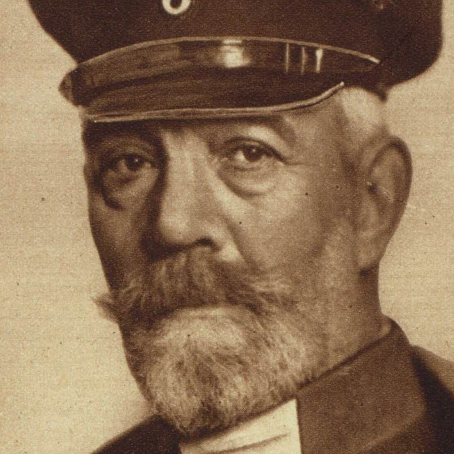 an analysis of the role of bethmann holloweg in the july crisis First world warcom - a multimedia history of world war one first world warcom a wilhelm ii's account of july crisis: july - german kaiser's account of events in july 1914: bethmann-hollweg on countdown to war: abandonment of paris by french govt (2.