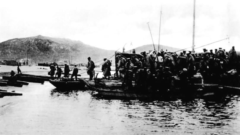 Japanese troops landing at Laoshan Bay on September 18