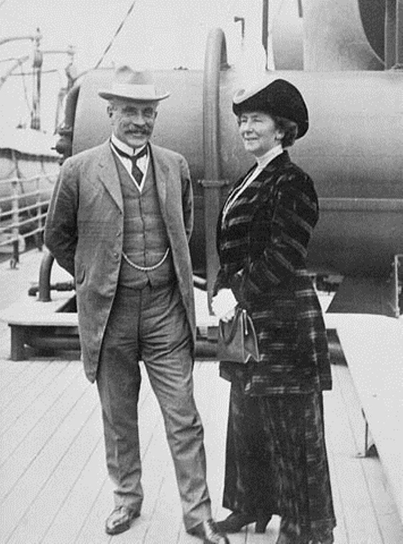 Robert and Laura Borden enroute to Versailles from London