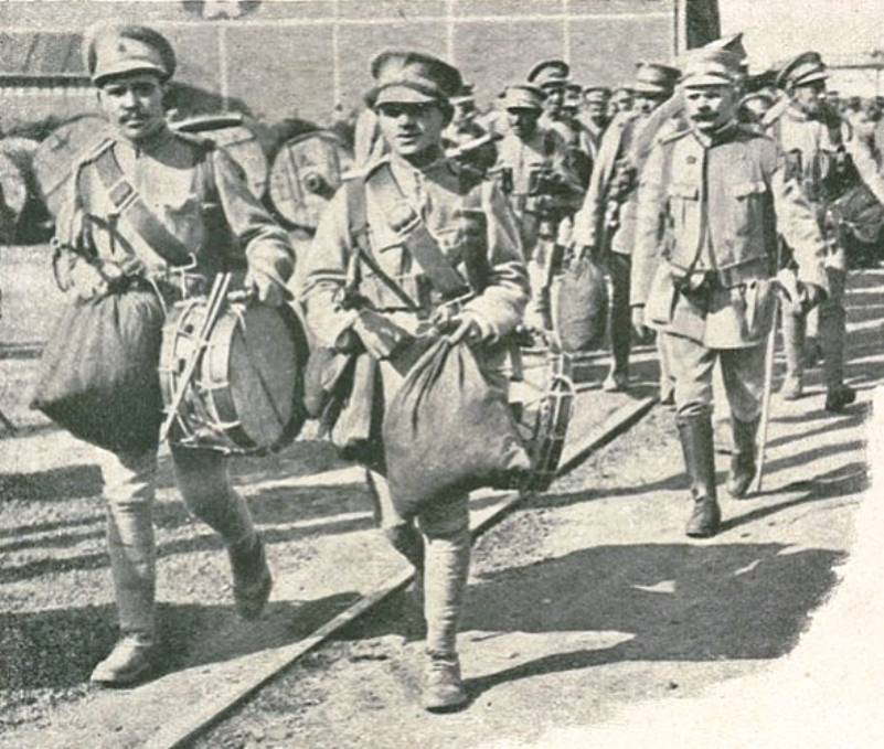 The Portuguese 14th Infantry Regiment departs for the Western Front in 1916. The officer on the right is António Rodrigues Marque, taken prisoner at Naulila in 1914