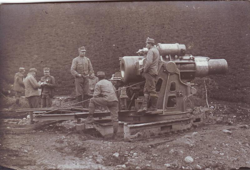 An Austrian crew firing a Skoda 305 millimeter gun