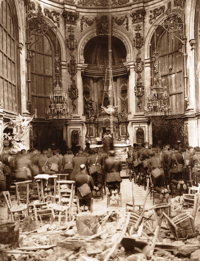 Canadian troops hold Thanksgiving service at Cambrai Cathedral in 1918