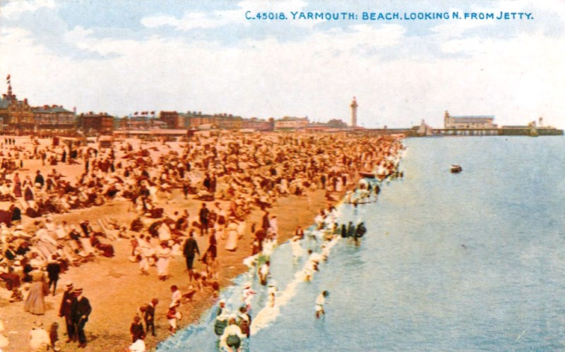 A postcard of Yarmouth beach before the war. A popular tourist destination, it was also the nearest point of England from Germany and thus a target throughout the war. Via Delcampe.net