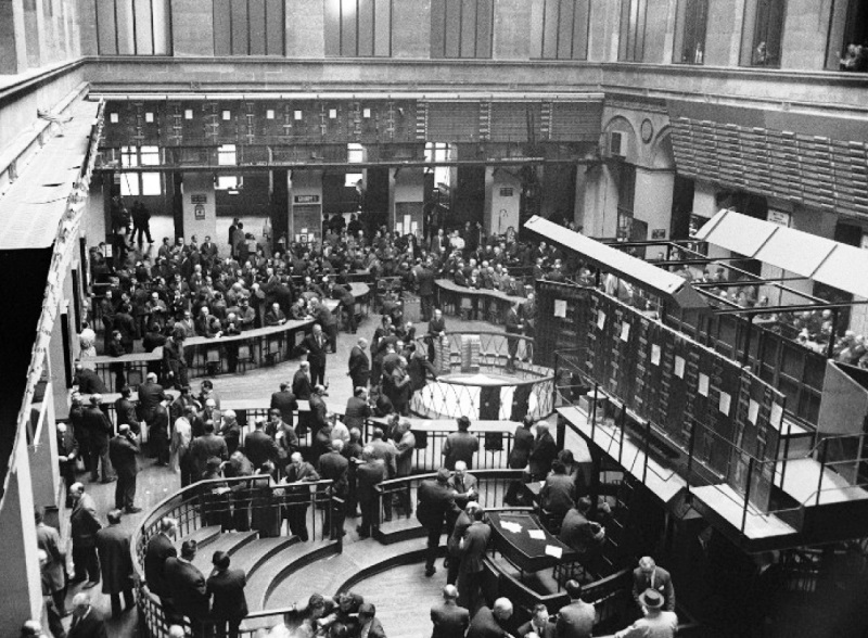 The trading floor of the Paris Bourse in 1973