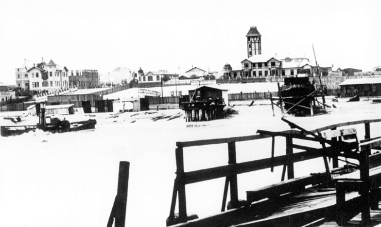 A reverse view of Swakopmund harbor from the jetty in 1914/15
