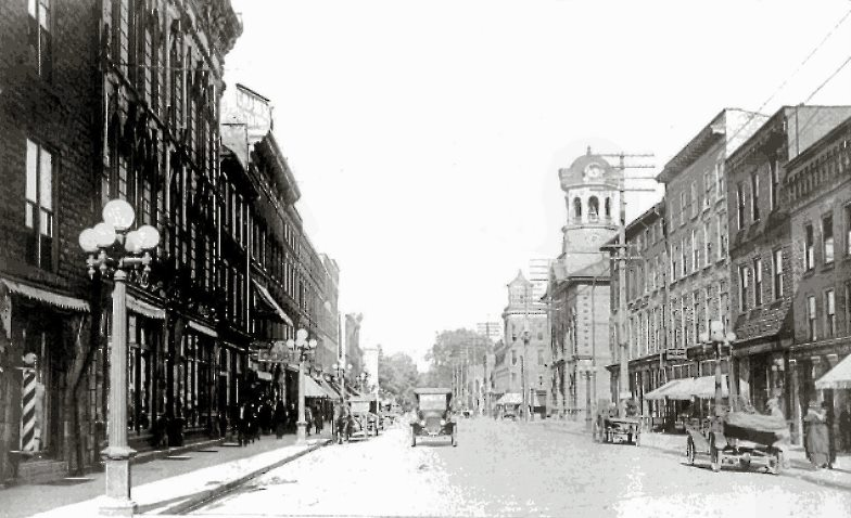 A view of King Street in Brockville, ca 1915