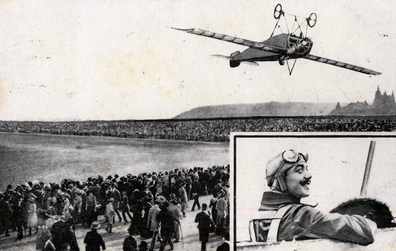 A prewar postcard of Pégoud's loop feat. Though the crowd shot is genuine, the inverted plane is a fake