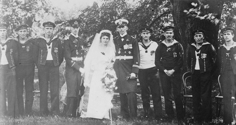 Helmuth von Mücke marrying his American-born wife Carla with fellow crewmen of the Emden in attendance