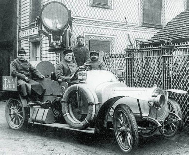 French mobile searchlight