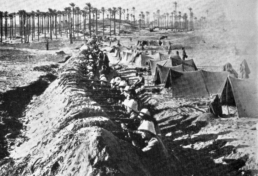Italian_infantry_entrenched_near_Tripoli