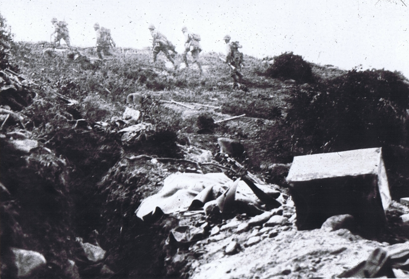 7th-glosters-moving-up-to-chunuk-bair1