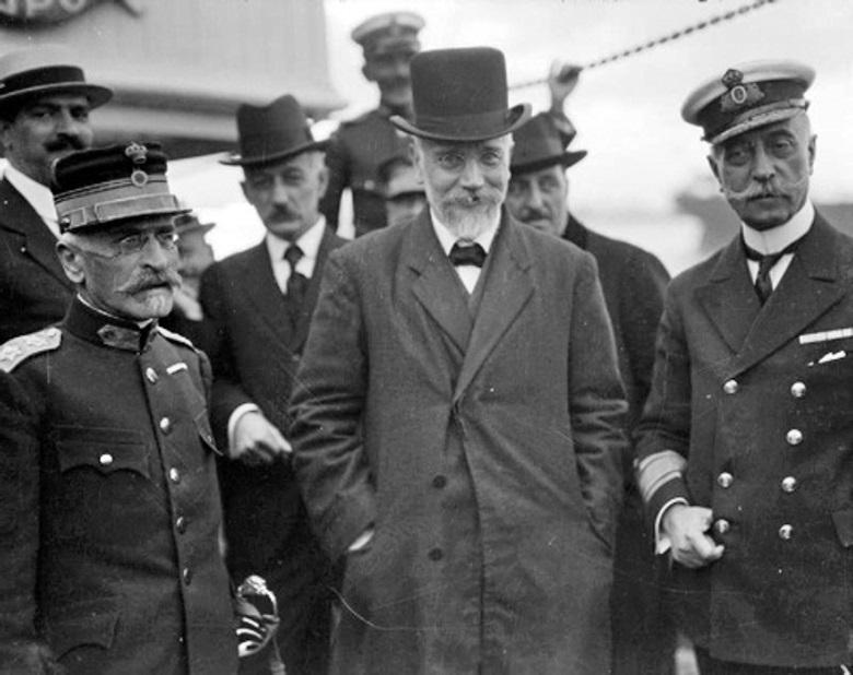 General Panagiotis Danglis (left), Prime Minister Eleutherios Venizelos (centre) and Admiral Pavlos Koundouriotis (right) arrive at Salonika