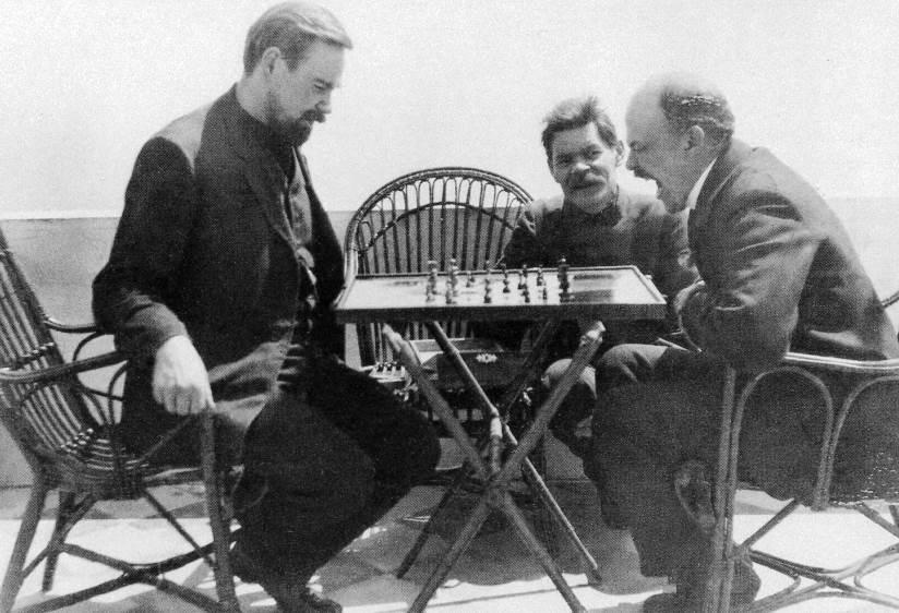 Lenin_plays_chess
