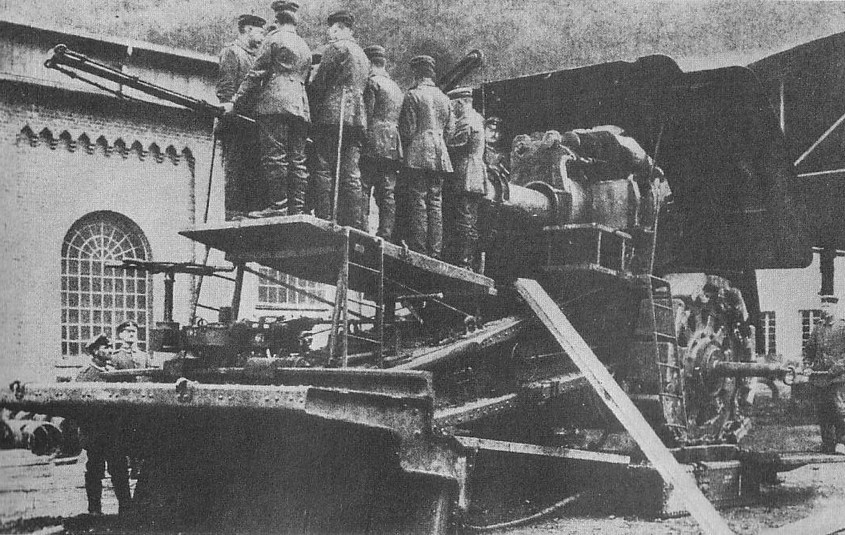 Another view of the Big Bertha, which needed an enormous crew to move and fire