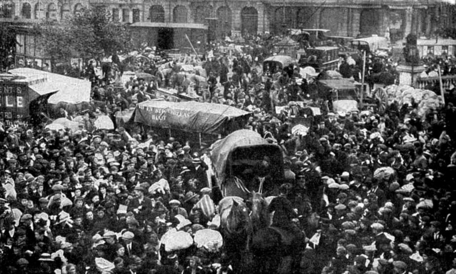 Belgians fleeing into neutral Holland
