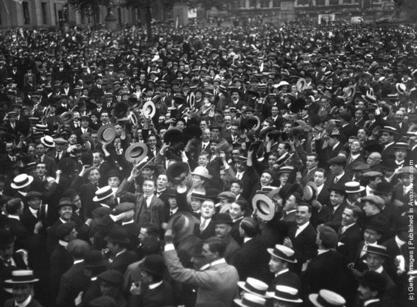 A crowd in London after parliament sent Germany an ultimatum to leave Belgium