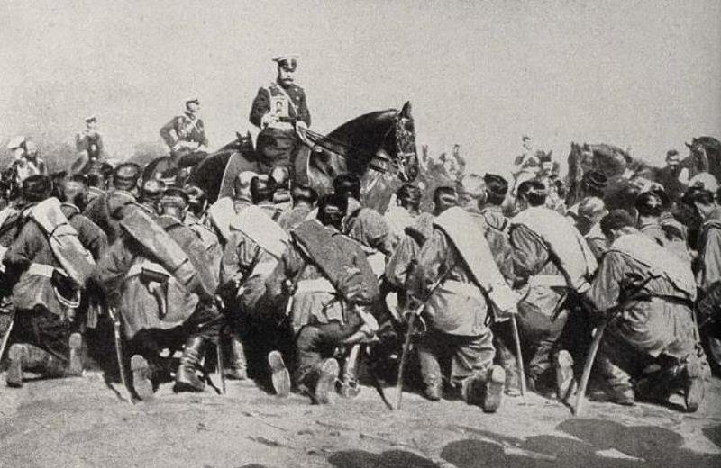 Tsar Nicholas II uses an icon to encourage the troops