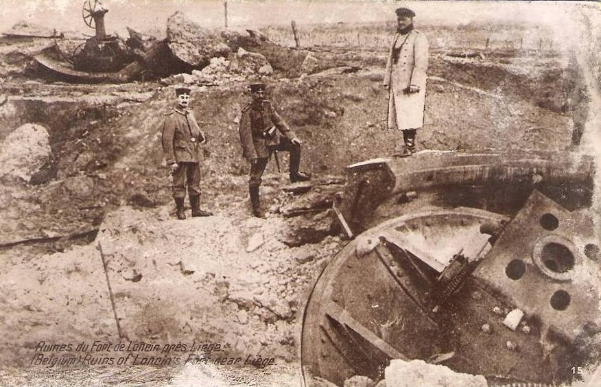 German officers pose on the ruins of Fort de Loncin