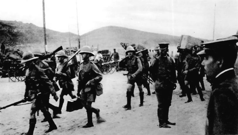 The 1,500-man British contingent arrives in Tsingtao to keep an eye on their Japanese allies