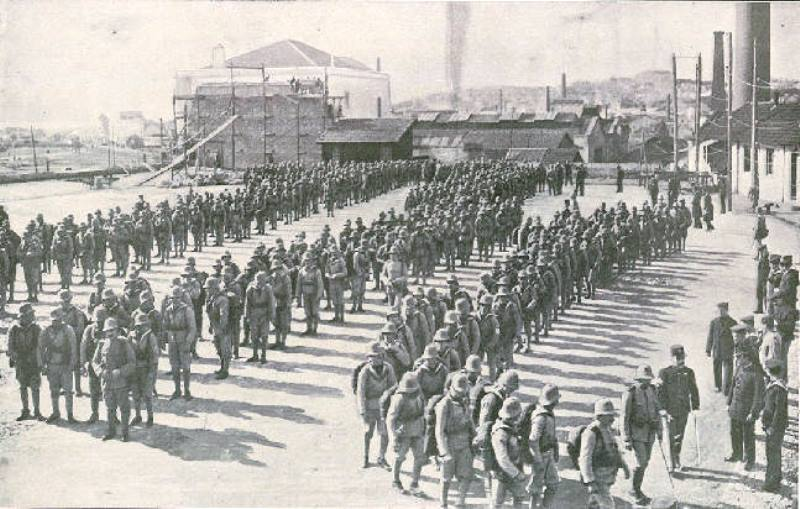 A battalion of Portuguese Marines departing for Angola