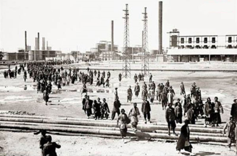 Payday at the Abadan refinery