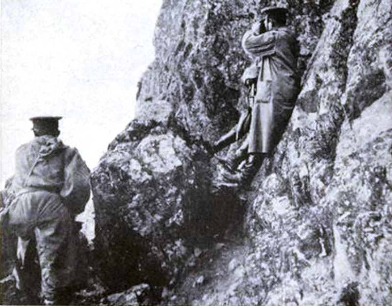 Japanese officers observe the shelling of Tsingtao
