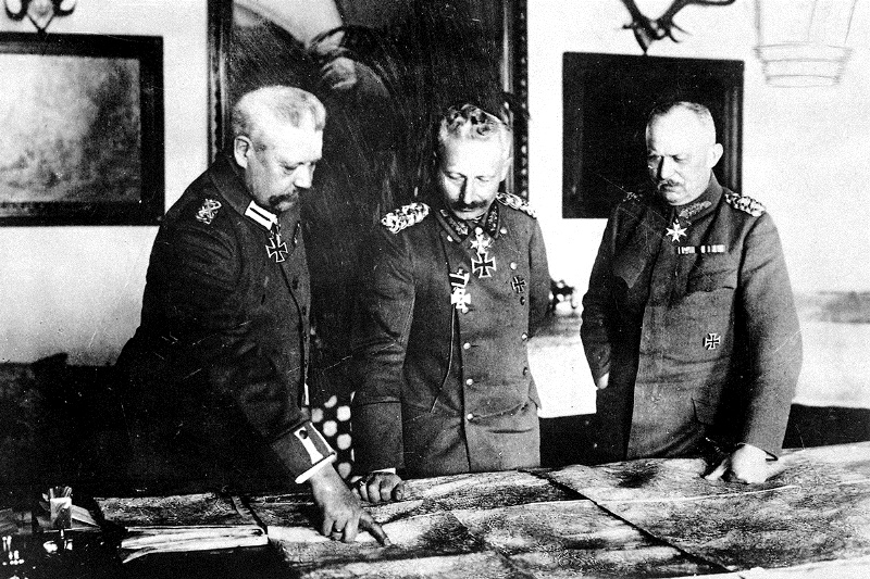 Hindenburg (L) and Ludendorff (R) with Kaiser Wilhelm (C). Their victories in the east would earn his favor