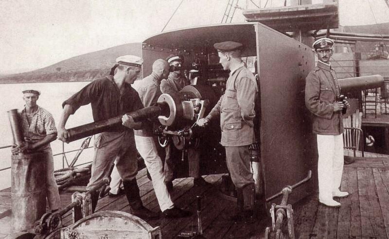 One of Königsberg's guns on the lake boat Götzen