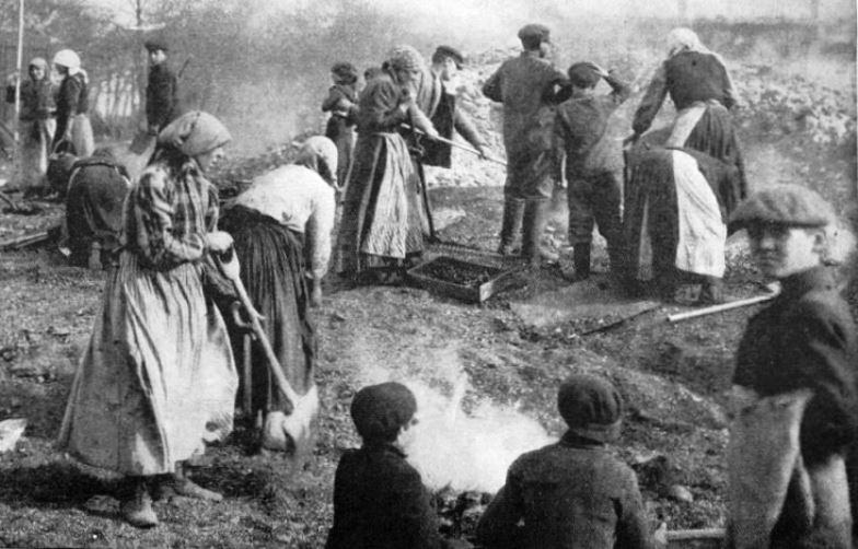Polish refugees living in the open. Winter is a particularly harsh time to be homeless in war or peace