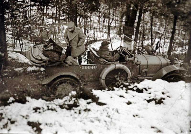General Marcel Serret climbs into a staff car with Joseph Joffre on a visit to the front near Steinbach