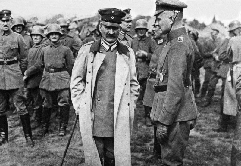 Georg Michaelis with the Red Baron in 1917