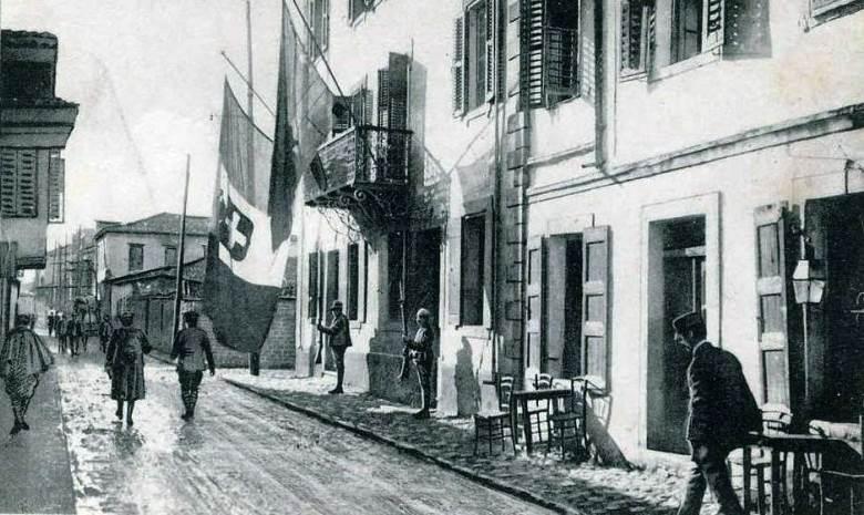 Italian soldiers in Vlorë