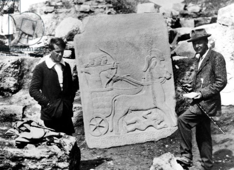 T. E. Lawrence and Leonard Woolley holding a relief from Herald's Wall, Carchemish 1911