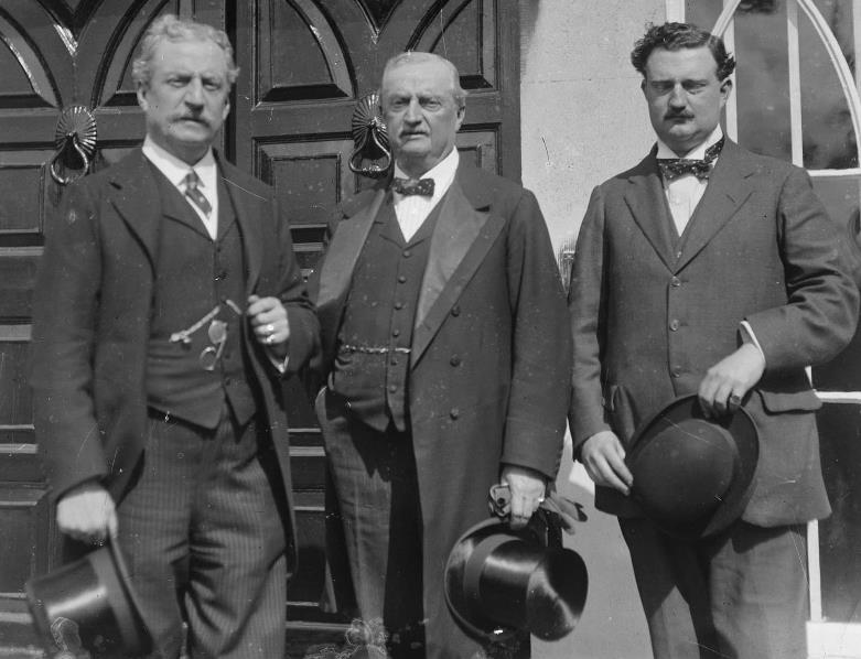 John Redmond (center) with his brother (left) and son (right) during a visit to the Western Front in December